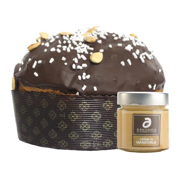 Panettone ricoperto di cioccolato e granella di mandorla con vaso di crema alla mandorla